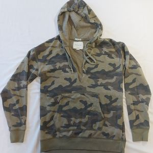 Womens American eagle jeggings fit camo hooded sweatshirt, extra small